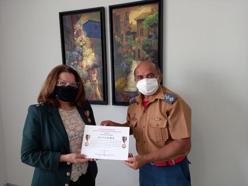 Presidente da Jucepi recebe medalha do Corpo de Bombeiros do Piauí